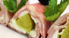 Yummy ham, pickle and cream cheese roll ups for an appetizer or a party! Secure the roll ups with toothpicks, and cut them into bite size pieces. Quick And Easy Appetizers, Easy Appetizer Recipes, Snack Recipes, Roll Ups Recipes, New Recipes, Favorite Recipes, Cream Cheese Roll Up, Ham Wraps, Sushi Maker