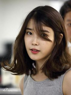 Iu Short Hair, Korean Short Hair, Medium Hair Cuts, Medium Hair Styles, Long Hair Styles, Haircuts Straight Hair, Short Hairstyles For Women, Korean Haircut Medium, Pelo Color Azul