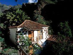 Casa típica Canaria. Practicar trekking en Tenerife, Masca Typical house Canaria. Trekking in Tenerife, Masca