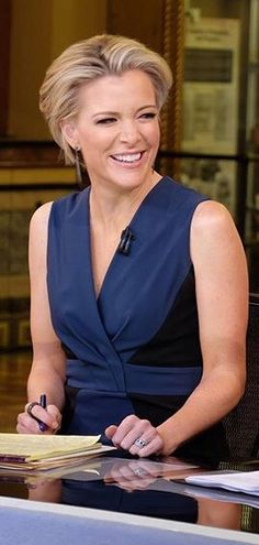 LOVE Megan Kelly! She's smart, beautiful & diplomatic.......