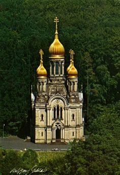 Wiesbaden, Germany  When I saw this exquisite architecture, it was a must to learn the story, a poignane one, I learned. The  Russian Orthodox church was built from 1847 to 1855 by Duke Adolf of Nassau of occasion of early death of his wife, 19-year-old Russian princess Elizabeth Mikhailovna, Grand Duchess of Russia & Duchess of Nassau (1826-1845).