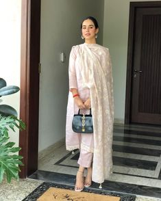 Indian Attire, Indian Ethnic Wear, Indian Outfits, Emo Outfits, Indian Dresses, Pakistani Dresses Casual, Pakistani Dress Design, Pakistani Clothing, Casual Indian Fashion