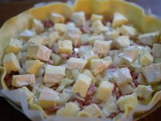 pomme de terre, oignon, pâte brisée, camembert, crème fraîche, moutarde, lardons, gruyère râpé