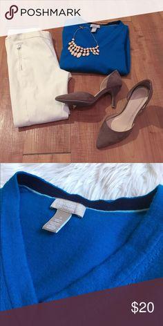 Banana Republic Sweater Cerulean Banana Republic long sleeve sweater. 82% merino, 16% nylon, 2% lycra spandex. Great condition! Banana Republic Sweaters V-Necks