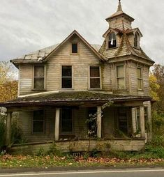 Forgotten Treasures, Interior And Exterior, Abandoned, Cabin, House Styles, Building, Places, Creepy, House Ideas