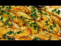 Hi Guys, today I'm going to show you how to make tasty Roasted Garlic Potatoes. Heat your oven to 425 degrees Fahrenheit. We'll need 4 potatoes peeled and cut i Garlic Potatoes Recipe, Butter Potatoes, Parsley Potatoes, Parmesan Potatoes, Garlic Parmesan, Easy Roasted Chicken Recipe, Chicken Recipes, Potato Dishes, Potato Recipes