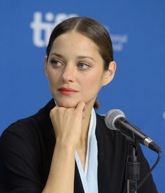 Marion Cotillard Photos - Actress Marion Cotillard speaks onstage at 'Blood Ties' Press Conference during the 2013 Toronto International Film Festival at TIFF Bell Lightbox on September 2013 in Toronto, Canada. - 'Blood Ties' Press Conference in Toronto Marion Cotillard Hair, Marion Cottilard, Marillon Cotillard, Sister Day, Miranda Cosgrove, Jennifer Connelly, French Beauty, French Actress, Famous Faces