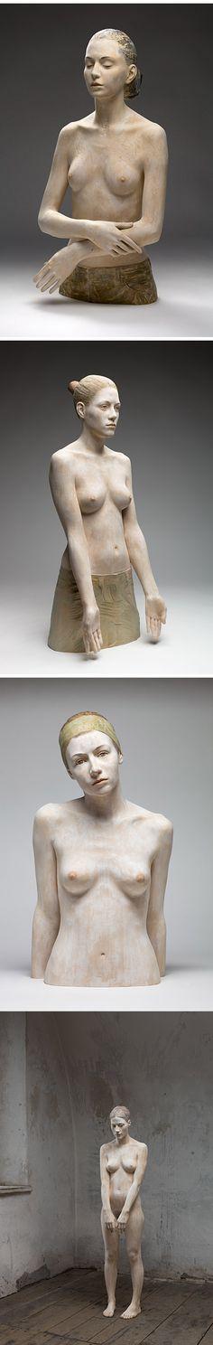 madeira3 -- O trabalho do artista italiano Bruno Walpoth é de cair o queixo com seu hiper-realismo em esculturas de madeira com uma noção de anatomia assustadora.