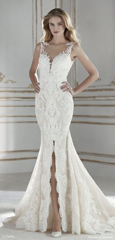 Fabulous mermaid wedding dress in lace and embroidered tulle with beaded appliqués. A very feminine design that accentuates sensuality with a deep center slit in the skirt and a V-neck, both front and back. Two necklines with lace placements along the neckline that make the floral motifs blend in with the skin. A very modern and very romantic design.