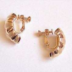 Vintage NAPIER White Enameled Screw Back Clip On Earrings~ Shiny Gold Tone Ridged