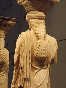 Intricate hairstyle of Caryatid, displayed at the Acropolis Museum in Athen File:Caryatid. Ancient Greek Sculpture, Ancient Greek Art, Ancient Ruins, Ancient Greece, Roman Sculpture, Art Sculpture, Alexandre Le Grand, Greek Gods, Greece