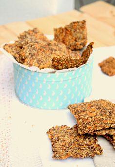 {scroll down for english version}   Estou completamente rendida a estas crackers de sementes.  Não sou grande fã de tostas ou galletes de mi...