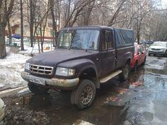 Уникальный ГАЗ бросили на произвол судьбы в московском дворе
