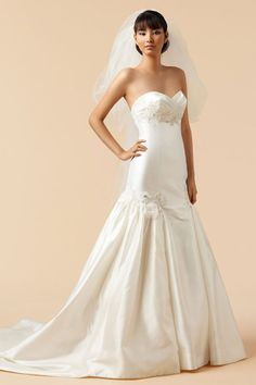Attractive sweetheart sleeveless taffeta wedding dress