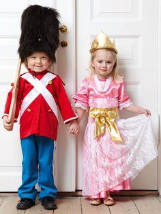 Den tapre tinsoldat passer på sin dronning. Minions, Children, Kids, Harajuku, Halloween, Baby, Fashion, Costumes, Carnavals