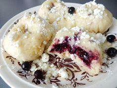 Odzkoušený recept na vynikající ovocné knedlíky z kynutého těsta. Nadýchané a jemné kynuté knedlíky, kterým neodoláte. Ovocné kynuté knedlíky jsou ... Dumplings, Main Meals, Mashed Potatoes, Sweet Recipes, Sweet Tooth, Oatmeal, Food And Drink, Ice Cream, Pudding