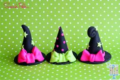 witches hats by Sugar High Polymer Clay Halloween, Polymer Clay Dolls, Polymer Clay Miniatures, Polymer Clay Charms, Polymer Clay Creations, Polymer Clay Jewelry, Halloween Crafts, Clay Projects, Clay Crafts