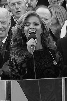 When Bill Clinton was visibly stunned by her utter perfection and sheer diva strength. | 50 Times Beyoncé Ran The World In 2013