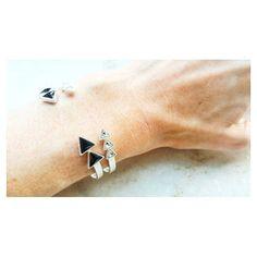 Simples assim. #bracelete #copella #swarovski [Compras e informações via direct]