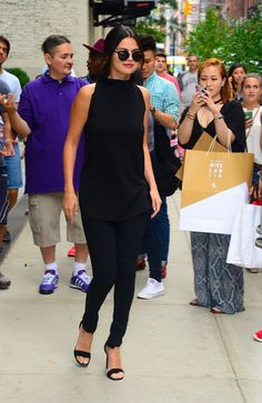In acceptance speeches and on Instagram, Selena Gomez is always thanking her fans for all their support, but while on a visit to New York City, the singer and actress took time out of her day to say thanks in person.