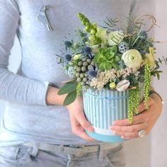 Мысли и море#lathyruslavka #bouquet #flowerbox #flora #floristic #botany #sea #blue #succulent #echeveria #bird #acsessories #ranunculus #seashells #eringium #corylus #eucalyptus #silver #silverandblue #decor #decoration #flowersminsk