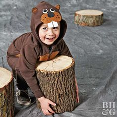 This woodland beaver costume is so adorable - and it's so easy! Stitch light brown felt to a dark brown store-bought sweat suit to make a budget-friendly costume that is almost too cute for words. Plus, with our how-to, you'll be finished in minutes! Kids Witch Costume, Easy Halloween Costumes Kids, Tree Costume, Bird Costume, Halloween Party Supplies, Spooky Halloween, Mouse Costume, Woman Costumes, Couple Costumes