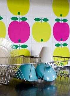 Pink Friday - things I want to buy for the kitchen Kitchen Decor Sets, Apple Kitchen Decor, Farmhouse Kitchen Decor, Interior Inspiration, Design Inspiration, Apple Decorations, Retro Home Decor, Retro Furniture, Retro Design