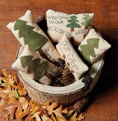 Code: ISBN: 9781683560197 Author: Debbie Busby Stitch 'em up, pile 'em high, and enjoy! These sweet little pillows are irresistibly fun to stitch! Thirty petite bowl fillers are a snap to make with Debbie's easy wool-applique techniques, embroidery Christmas Balls, Christmas Fun, Christmas Decorations, Country Christmas, Primitive Christmas Ornaments, Christmas Wreaths, Cowboy Christmas, Christmas Sewing, Christmas Gingerbread