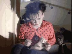 Robert Smith playing with a kitty. Internet: Game and match.