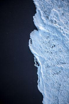 Black Beach, Iceland... Mousse, tableau de maître abstrait ? La nature fait de belles vagues !