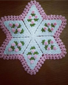 Das hochgelobte Knit Pillow Fibre Making Turkish Video . Stitch Crochet, Filet Crochet, Crochet Motif, Crochet Doilies, Easy Crochet, Crochet Potholders, Crochet Stitches Patterns, Crochet Squares, Borboleta Crochet