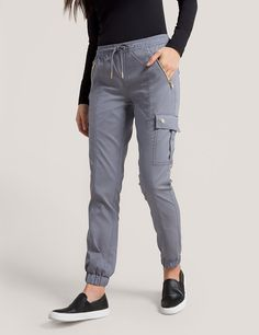 Jogger Pant in Black is a contemporary addition to women's medical scrub outfits. Shop Jaanuu for scrubs, lab coats and other medical apparel. Scrubs Outfit, Scrubs Uniform, Stylish Scrubs, Fashionable Scrubs, Cute Scrubs, Nursing Clothes, Nursing Uniforms, Womens Scrubs, Medical Scrubs