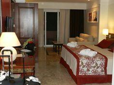 Habitación Hotel Grand Palladium,  Brasil. Bed, Furniture, Home Decor, Brazil, Hotel Bedrooms, Places, Decoration Home, Stream Bed, Room Decor