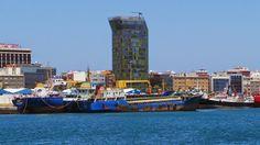 Puerto de Las Palmas. Gran Canaria     : Nasos Buque de carga general abarloado al May detr...