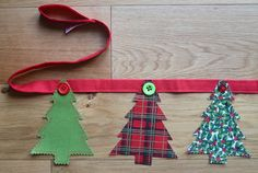 Christmas Bunting flag string) use star buttons for on top Christmas Button Crafts, Christmas Fabric Crafts, Christmas Craft Fair, Christmas Sewing Projects, Christmas Buttons, Christmas Embroidery, Christmas Makes, Christmas Activities, Diy Christmas Ornaments