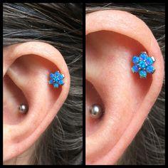 Så så man lige sådan en fin en her med en blå opal blomst på den altid søde Karina Christiansen    Vi har flere blomster i alle mulige farver så kig forbi i dag 11-14 ❤️
