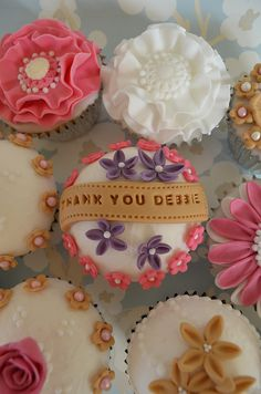 thank you cupcakes Thank You Cupcakes, Sweet Cupcakes, Cupcake Cakes, Cupcake Ideas, Cup Cakes, Cake Land, Fondant Icing, Beautiful Cakes, Baked Goods