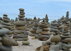 Piedras & Stones / Great Ocean Road /  Jugando al castillo de piedras  #GreatOceanRoad #artinstallation #australia #roadtrip #aussielife #aussiefamily #victoria #melbourne #melbournestreetart #seastones #paciencia @natedoggy13 @julianaalzate @clemenciazapata by pipalzate