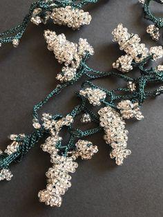 Crochet Hairband, Bead Crochet, Unique Necklaces, Handmade Necklaces, Handmade Jewelry, Seed Bead Bracelets, Seed Beads, Lace Necklace, Crochet Necklace