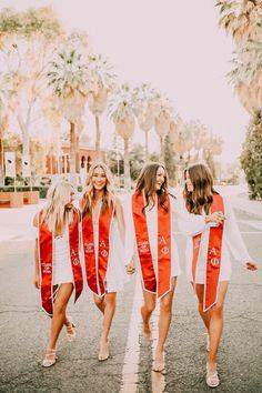 College Graduation Photos, College Senior Pictures, College Graduation Pictures, Graduation Picture Poses, Graduation Photoshoot, Grad Pics, Senior Pics, Grad Pictures, Senior Year