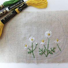 """""""カモミール 刺繍しました。がま口にしようと思います。  #東亜和裁 #toawasai #刺繍 #handmade #カモミール #ハーブ"""""""