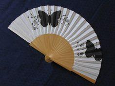 Maricarmen Matías: Vuelo de las mariposas Painted Fan, Hand Painted, Chinese Fans, Fan Decoration, Umbrella Art, Hand Held Fan, Vintage Fans, Wall Fans, Paper Fans