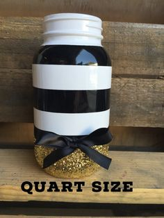 Black white and gold mason jar. black and white party decor. Sweet 16 Centerpieces, Mason Jar Centerpieces, Shower Centerpieces, Gold Mason Jars, Mason Jar Crafts, Gold Party, Bling Party, Gold Baby Showers, Ball Jars