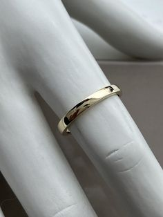 Jonc simple en or jaune Bangles, Bracelets, Minimalist Jewelry, Wedding Rings, Engagement Rings, Simple, Bangle Bracelet, Enagement Rings, Anillo De Compromiso
