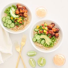 This Crispy Tofu Bowl is so delicious, it's plant-based and can also be made gluten free making it the perfect lunch or dinner! Tofu Recipes, Asian Recipes, Vegetarian Recipes, Healthy Recipes, Yummy Recipes, Dinner Recipes, Plant Based Diet, Plant Based Recipes, Best Spaghetti Sauce