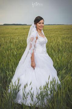 Esküvői fotós Dabas városában - Dóri és Miki - Esküvői fotós, Esküvői fotózás, fotobese Wedding Dresses, Fashion, Bride Dresses, Moda, Bridal Gowns, Fashion Styles, Weeding Dresses, Wedding Dressses, Bridal Dresses