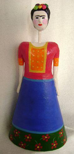 Frida Kahlo de papel machê - 33 cm R$160,00