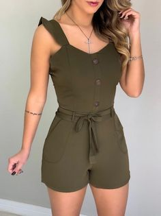 Macaquinho c/ Botões Felícia Verde Short Outfits, New Outfits, Chic Outfits, Pretty Outfits, Summer Outfits, African Dresses For Kids, Jumpsuits For Women, Fashion Dresses, Fashion Clothes