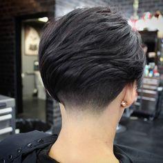 Pure black natural hair color ideas for short hairstyles 2018 easy to maintain Korean Short Hair, Short Hair Cuts, Short Hair Styles, Stacked Bob Hairstyles, Cool Hairstyles, Hairstyles 2018, Hair Color 2017, Hair 2018, Fade Haircut