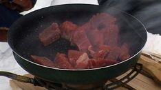 Foto: Nyhetsspiller Pork, Beef, Dessert, Mat, Bartenders, Kale Stir Fry, Meat, Pigs, Desserts